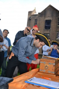 The wait is anxious with Opening Treasure chest